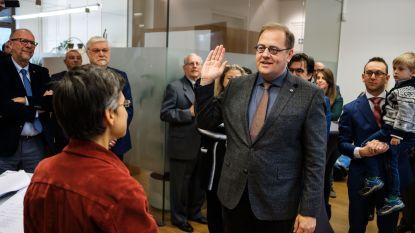 Tom De Vries (Open Vld) legt eed af als burgemeester