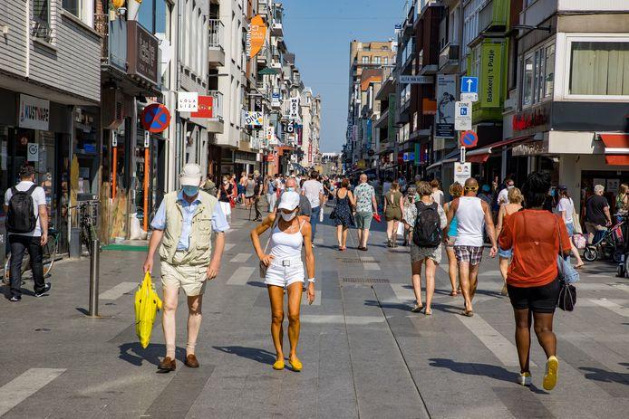 Er gelden straks kledingvoorschriften in Blankenberge, onder meer hier in de Kerkstraat.