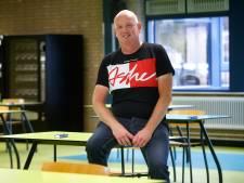 Conciërge van het jaar kan de leerlingen niet missen: 'Ik zou al die tafeltjes het liefst weer terug zetten'