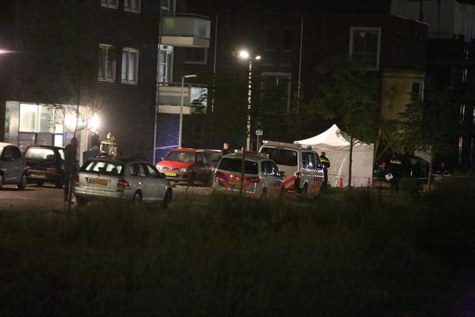 Bij een schietpartij op de Thaliastraat in Arnhem is een dode gevallen.