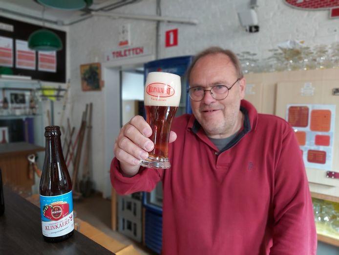 Jan De Troetsel met het Burtonbier.