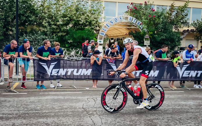 Benny Vaneenooghe werd vierde op de Ironman 70.3 in het Italiaanse Cervia.