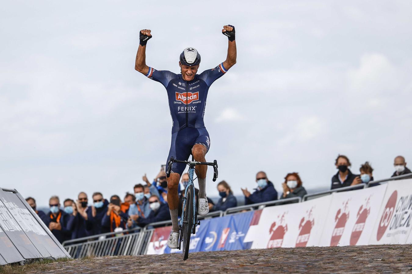 Mathieu van der Poel wint het NK 2020 op de VAM-berg.