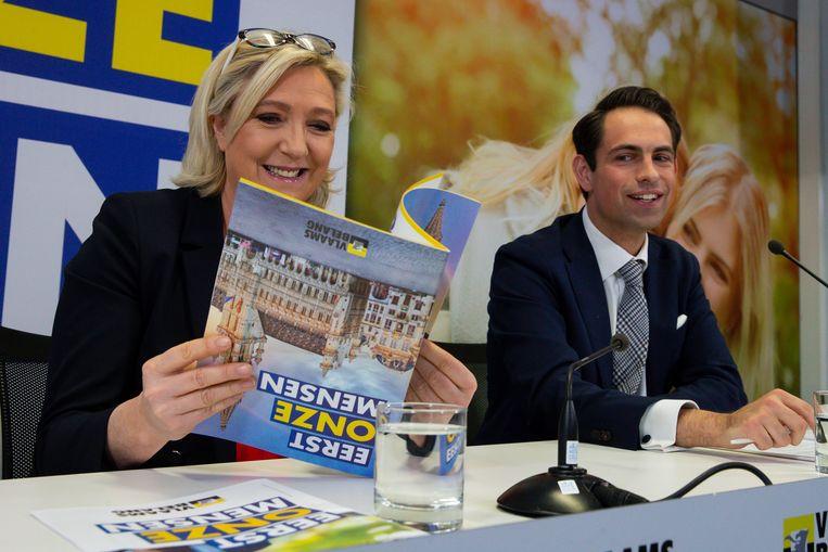 Marine Le Pen en Vlaams Belang-voorzitter Tom Van Grieken in Brussel. Beeld BELGA
