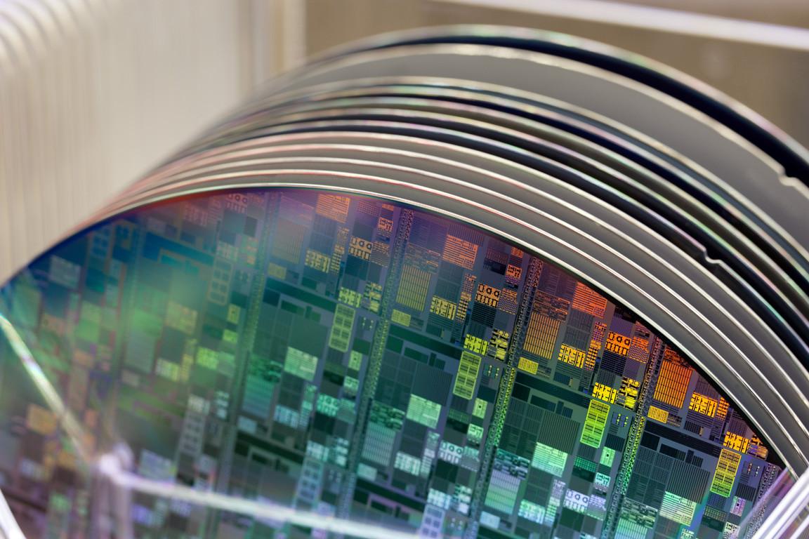 Silicium schijven met chips bij NXP.