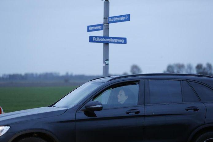Advocate Inez Weski arriveert in Hooge Zwaluwe.