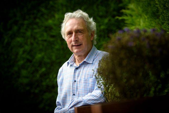 Ton van der Sanden schreef samen met zijn oud-leerling Syl  het boek 'Sporen van Ongeloof'.