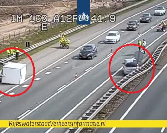 Aanhanger op drift op A12 bij Duiven.