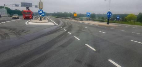 Tank van truck scheurt, olie vloeit op de weg: afslag Enschede-West op A35 en deel N18 al uren dicht
