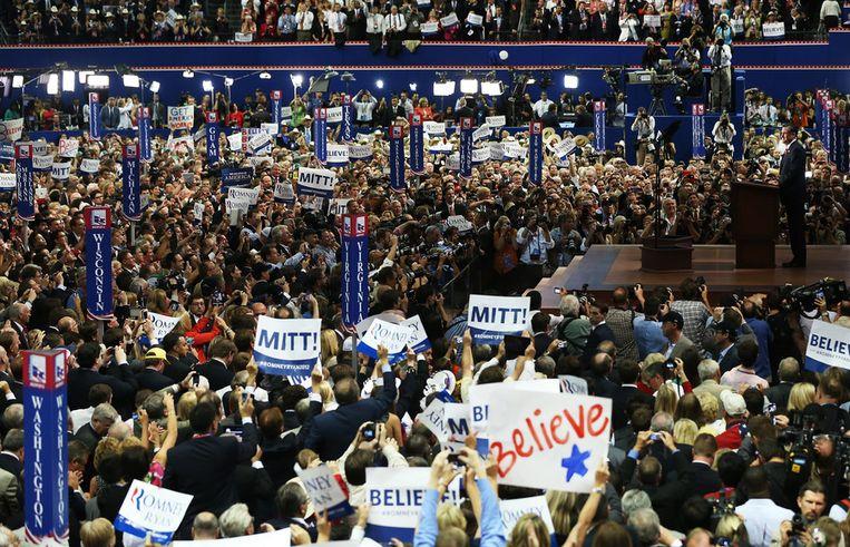 Mitt Romney accepteert zijn presidentskandidatuur. Beeld getty
