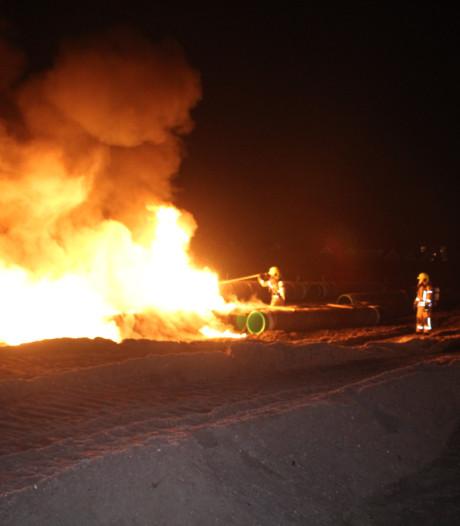 Meerdere buizen langs Hoekse lijn in brand gestoken