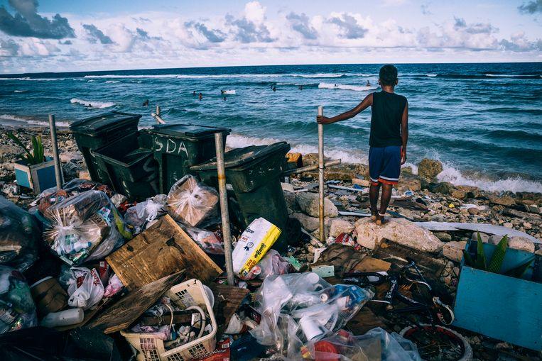 Afval op Kwajalein.  De Verenigde Staten hebben op Kwajalein een militaire basis gevestigd die als testplaats dient voor ballistische raketoefeningen. Beeld Hollandse Hoogte / Panos Picture