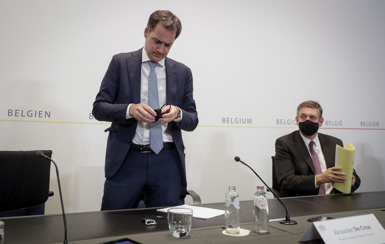 Premier Alexander De Croo  (Open Vld) en Vlaams minister-president Jan Jambon (N-VA) na een Overlegcomité in oktober 2020.  Beeld EPA