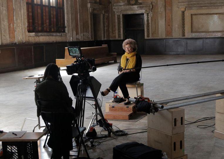 Ava DuVernay onderzoekt in de documentaireserie 13th (te zien op Netflix) de grote aantallen Afro-Amerikanen die in de gevangenis belanden Beeld ap