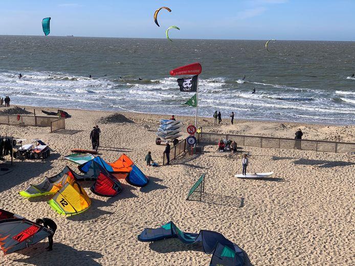 De beachcam aan Surfers Paradise geeft een veel duidelijker beeld over de golven.