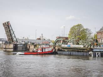 Herstelde helft van Meulestedebrug is terug, maar erover rijden zal pas in juni kunnen