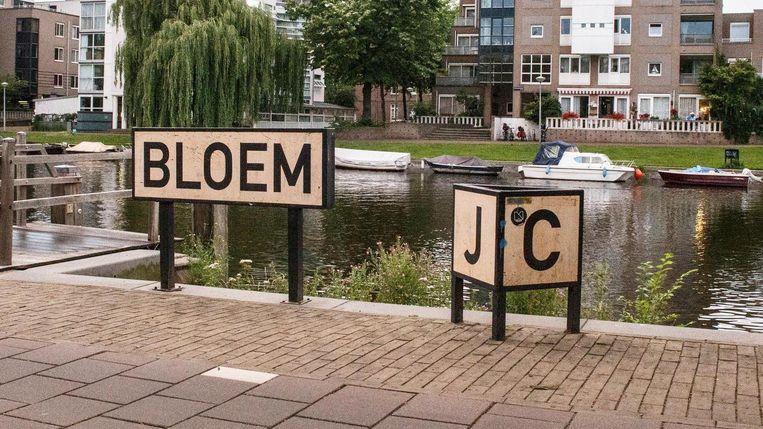 Dichter J.C. Bloem wordt geëerd tegenover de Dapperstraat Beeld Carly Wollaert