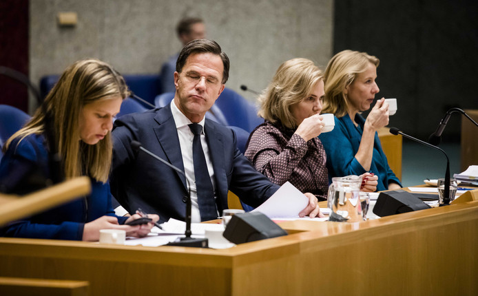 (VLNR) Geert Wilders (PVV), Minister Carola Schouten van Landbouw, Natuur en Voedselkwaliteit (ChristenUnie), Premier Mark Rutte, Minister Cora van Nieuwenhuizen van Infrastructuur en Waterstaat (VVD) en Minister Stientje van Veldhoven voor Milieu en Wonen (D66)
