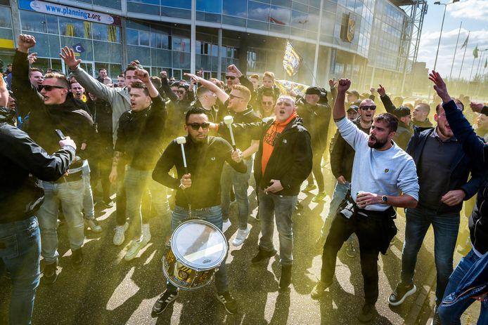 De sfeer zat er goed in bij de supporters.