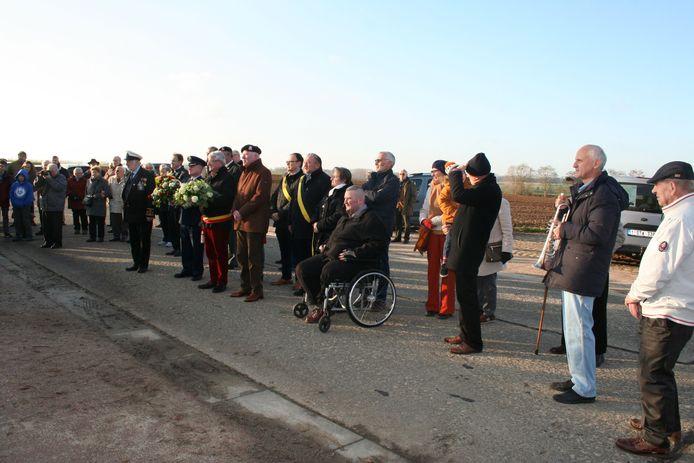 Veel belangstelling op de Waversesteenweg voor de herdenking.
