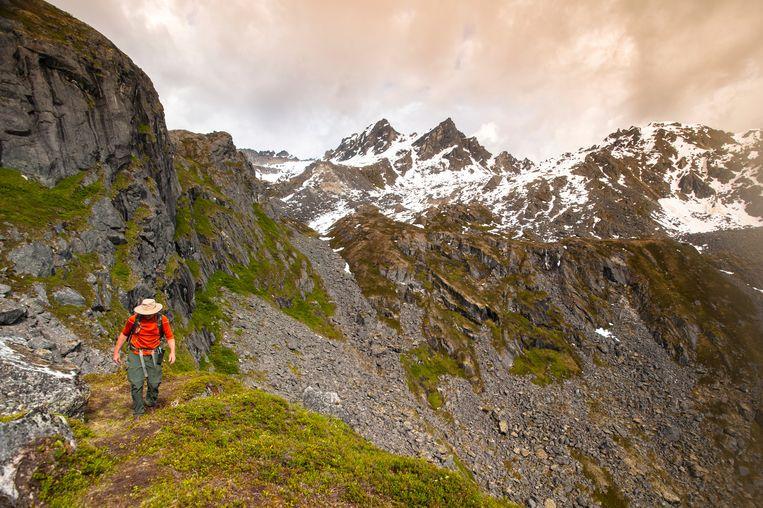 Een man trekt in Alaska. David Vanns vader woonde samen met zijn demonen in Fairbanks, Alaska. Beeld © Michael Jones