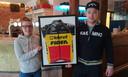 Chiel Jochems (l.)en Jordy Van Staeyen in William's Place, het supporterscafé van Toon Aerts.