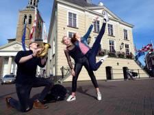 Duizend toeschouwers op Oude Markt bij theaterspektakel van Roosendaal 750 jaar