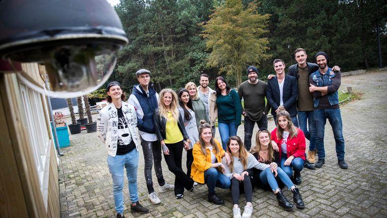 In aanloop naar de duizendste aflevering van Utopia gingen bewoners in november vorig jaar op de groepsfoto. Beeld anp