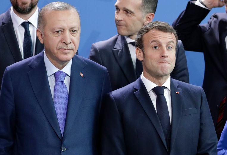 De verhouden tussen de Turkse president Erdogan (links) en de Franse president Macron worden steeds slechter. Beeld AP