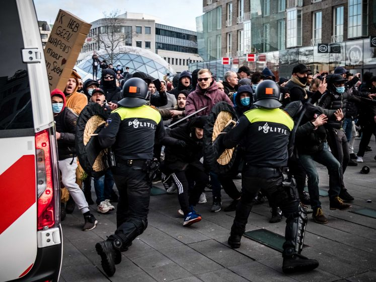 Demonstratie in Eindhoven loopt uit de hand: waterkanon ingezet