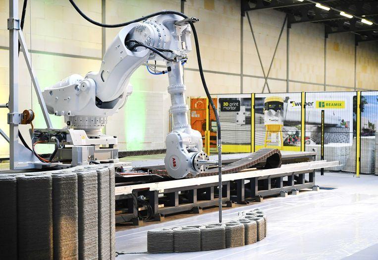 In januari ging in Eindhoven de eerste Europese productielocatie voor beton uit de 3D-printer open. Bouwen gaat veel sneller, nog dit jaar wordt een geheel huis 'geprint'.