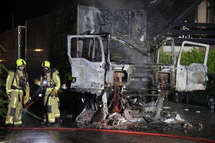 Brand in een vrachtwagen aan de Aaksterlaan in 's-Gravenzande.