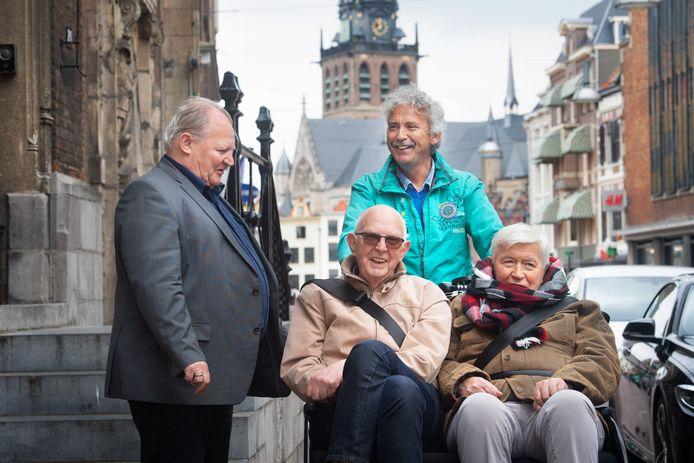 Wethouder Bert Frings (links) tijdens de presentatie van een nieuw zorgplan in mei 2019.