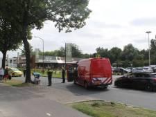 Scooter botst met auto op Lange Amerikaweg in Apeldoorn: speciale airbag doet zijn werk