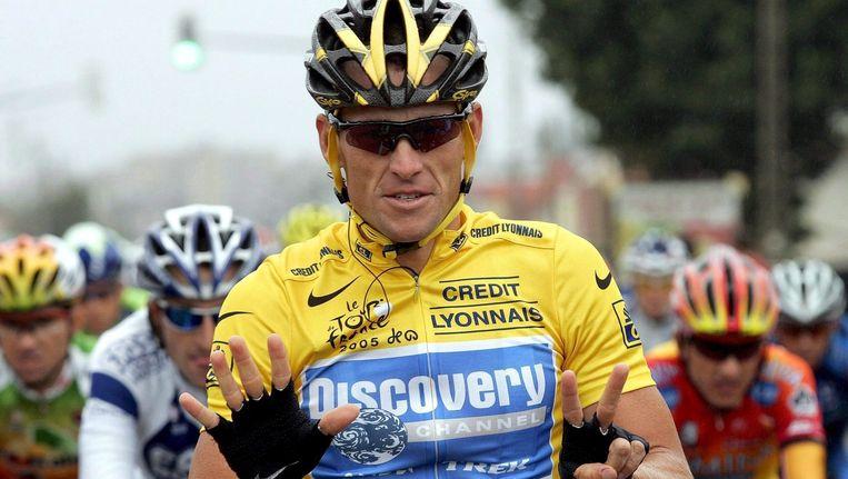 Lance Armstrong, die zijn gele truien verloor nadat hij toegaf doping te hebben gebruikt, op een foto uit 2005. Beeld epa