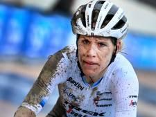 Ellen van Dijk valt hard in Parijs-Roubiax en komt met 'enorme koppijn' over de finish