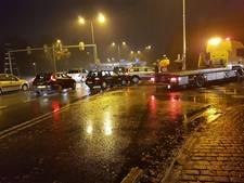 Drie auto's botsen op Doornseweg