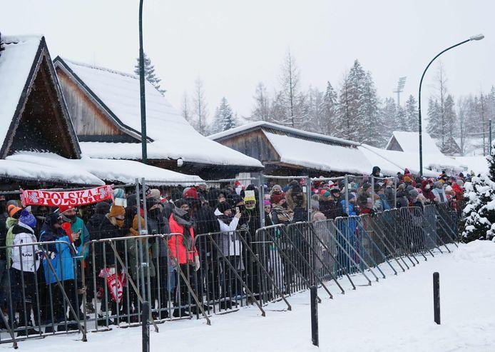 Heel wat toeschouwers woonden zaterdag de wereldbekermanche skispringen in Zakopane bij.
