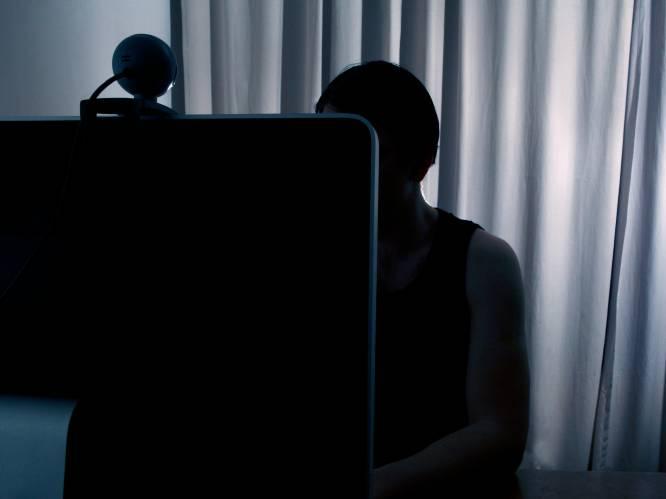 """""""Hij verstopte de camera in een badjas"""": vader filmt dochtertje jarenlang stiekem in badkamer en plaatst naaktbeelden in chatgroepen met kinderporno"""