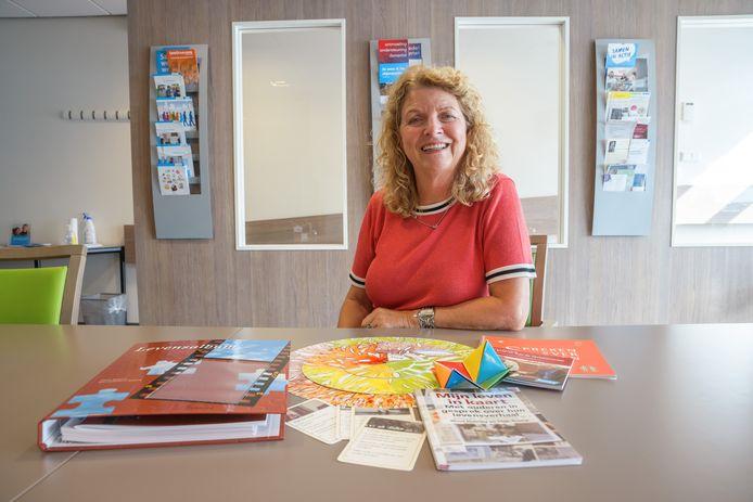 Surplus lanceert een project met 'Levensboeken': daarin helpen vrijwilligers mensen met geheugenklachten om hun herinneringen vast te leggen in een mooi boek. Het is een idee van consulent informele zorg Jettie van Agtmaal.