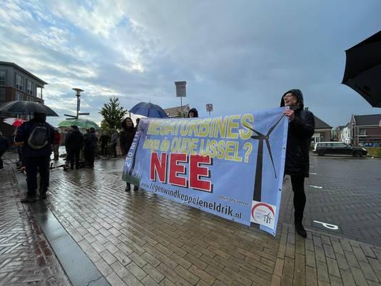 Protest tegen de windmolens in Hengelo.