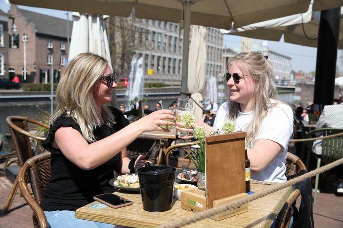 Proost! De terrassen in Helmond zijn woensdag om 12 uur weer geopend.