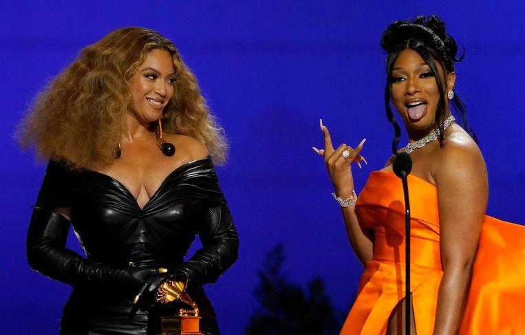 Beyoncé, hier met Megan Thee Stallion, nam het record van vrouwelijke artiest met de meeste Grammy's over van Alison Krauss   Beeld Chris Pizzello/Invision/AP