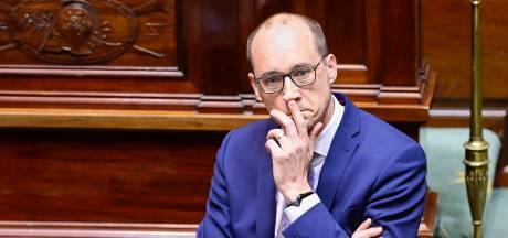"""Le vice-premier ministre Van Peteghem critique Marc Van Ranst et la """"fausse note"""" dans la communication du gouvernement"""