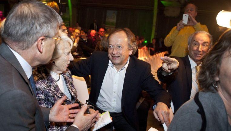 Henk Bleker (M) praat met Ernst Hirsch Ballin (L) tijdens het CDA-congres in Utrecht. Rechts Gerd Leers. Beeld anp