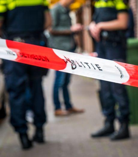 Politie licht Rotterdammer (23) van zijn bed voor overval op maaltijdbezorger