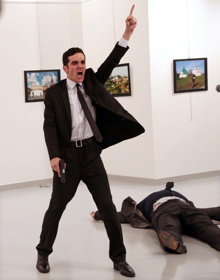 De  schutter, Mevlut Mert Altintas, werd na de aanslag door een van de aanwezige agenten gedood.   Beeld AP