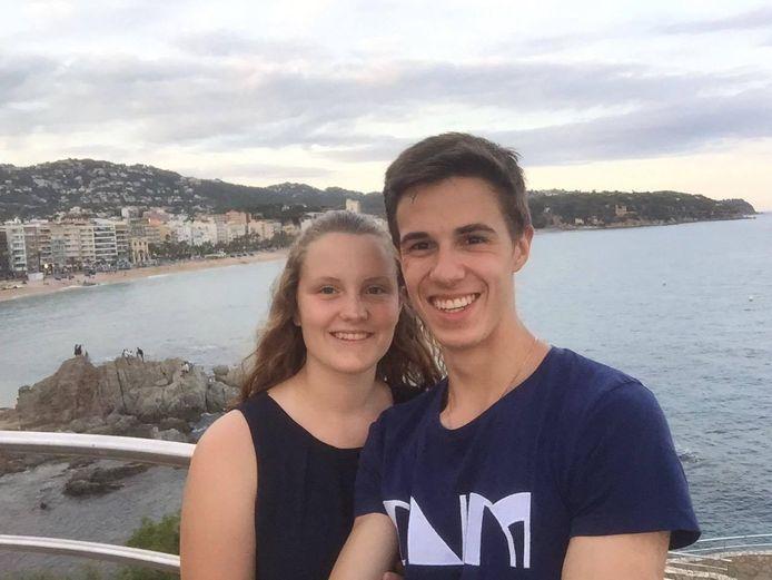 Jens Vandamme (18) en zijn vriendin Laurien Coudron (18) zaten samen op de bus vanuit het Spaanse Lloret De Mar.