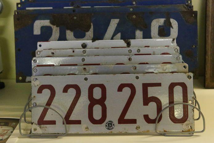 Nog een reeks oudere autoplaten