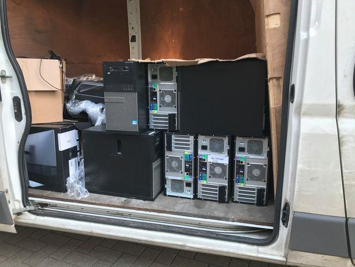 De Meiroos kreeg 25 computers van de Confederatie bouw